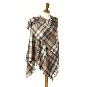 Bronte by Moon Wollponcho Buttertubs Natural 140 x 135 cm